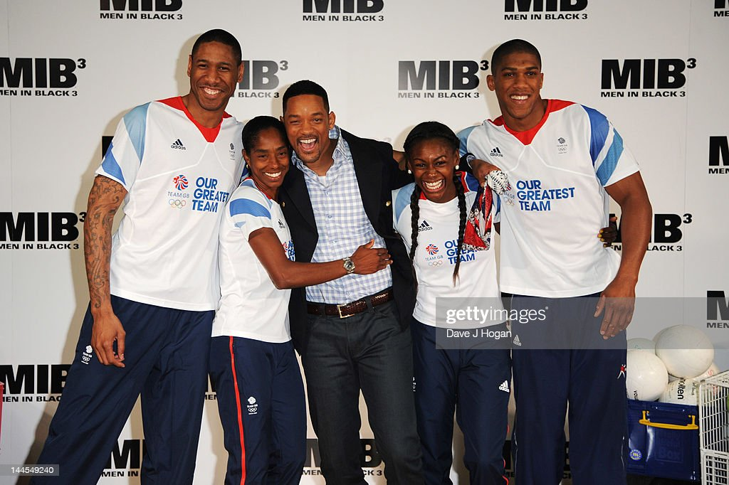 <a gi-track='captionPersonalityLinkClicked' href=/galleries/search?phrase=Will+Smith+-+Actor+-+Born+1968&family=editorial&specificpeople=156403 ng-click='$event.stopPropagation()'>Will Smith</a> poses alongside British Olympic hopefuls <a gi-track='captionPersonalityLinkClicked' href=/galleries/search?phrase=Perri+Shakes-Drayton&family=editorial&specificpeople=4542235 ng-click='$event.stopPropagation()'>Perri Shakes-Drayton</a>, <a gi-track='captionPersonalityLinkClicked' href=/galleries/search?phrase=Yamile+Aldama&family=editorial&specificpeople=833139 ng-click='$event.stopPropagation()'>Yamile Aldama</a>, Drew Sullivan and <a gi-track='captionPersonalityLinkClicked' href=/galleries/search?phrase=Anthony+Joshua&family=editorial&specificpeople=8598922 ng-click='$event.stopPropagation()'>Anthony Joshua</a> at The Ethos Sports Centre on May 16, 2012 in London, England.