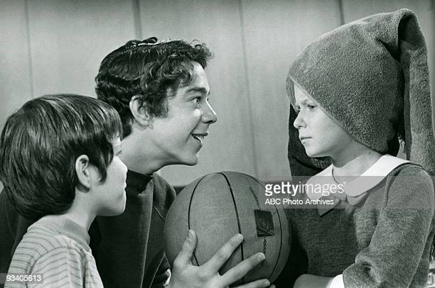 BUNCH 'Will The Real Jan Brady Please Stand Up' Season Two 1/15/71 Bobby and Greg teased Jan about buying a brunette wig to get noticed