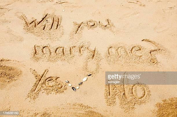 Voulez-vous m'épouser écrit sur la plage