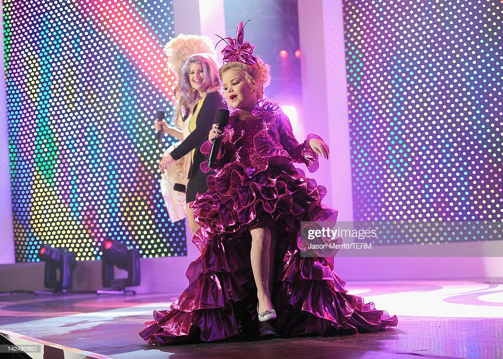 Willam belli host kelly osbourne and television personality eden wood