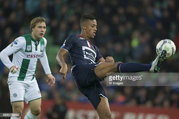 Willem II Simon Tibbling of FC Groningen Richairo Zivkovic of Willem II during the Dutch Eredivisie match between FC Groningen and Willem II Tilburg...