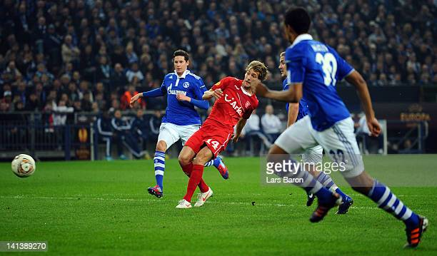 Willem Janssen of Twente scores his teams first goal during the UEFA Europa League Round of 16 second leg match between FC Schalke 04 and FC Twente...