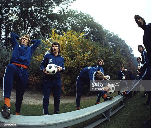 Willem van Hanegem Piet Keizer during a training session of the Dutch National team during the season 1972/1973 at Zeist Netherlands