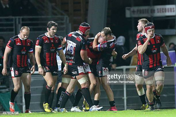 Willi Heinz James Hook Sione Kalamafoni Bill Meakes Ross Moriarty and Jacob Rowan for Gloucester after the try of Charlie Sharples during the...