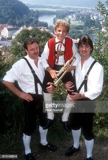 'Willi Seitz und Wolfgang Edenharder mit Stefan Mross Homestory bei WEdenharder am in Regenstauf bei Regensburg Deutschland '