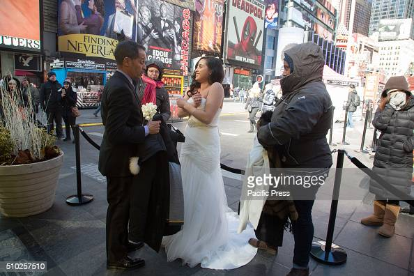 William Browne Sarah Valentin marry in record freezing temperatures in Times Square NY Couples get married on the coldest Valentines Day for 100...