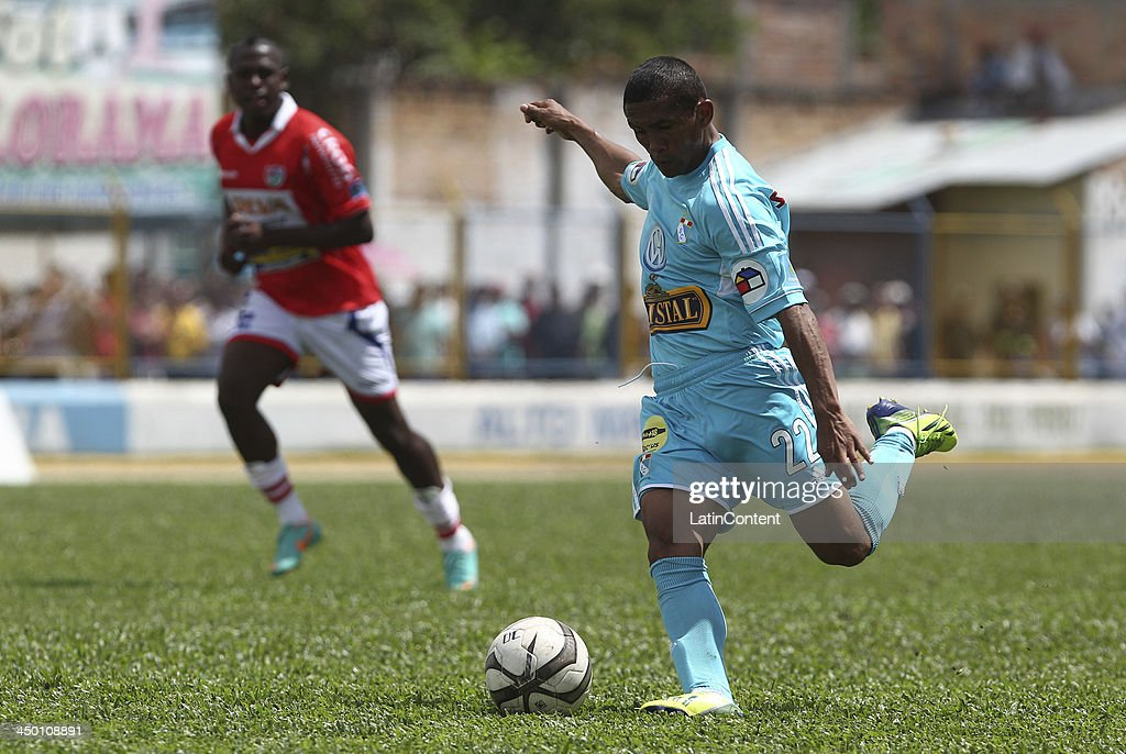 <a gi-track='captionPersonalityLinkClicked' href=/galleries/search?phrase=William+Chiroque&family=editorial&specificpeople=4226272 ng-click='$event.stopPropagation()'>William Chiroque</a> of Sporting Cristal during a match between Union Comercio and Sporting Cristal as part of the Torneo Descentralizado at IDP of Moyabamba stadium on November 16, 2013 in Moyabamba, Peru.