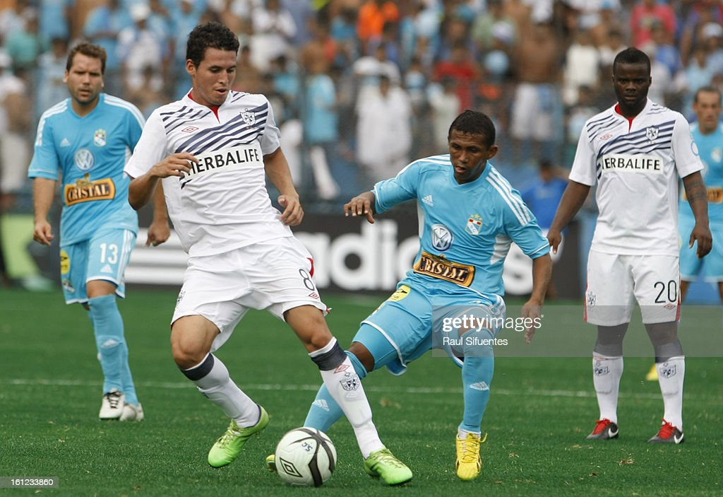 <a gi-track='captionPersonalityLinkClicked' href=/galleries/search?phrase=William+Chiroque&family=editorial&specificpeople=4226272 ng-click='$event.stopPropagation()'>William Chiroque</a> of Sporting Cristal fights for the ball with Claudio Torrejon of San Martin during a match between Sporting Cristal and San Martin as part of The 2013 Torneo Descentralizado at the Alberto Gallardo Stadium on February 09, 2013 in Lima, Peru