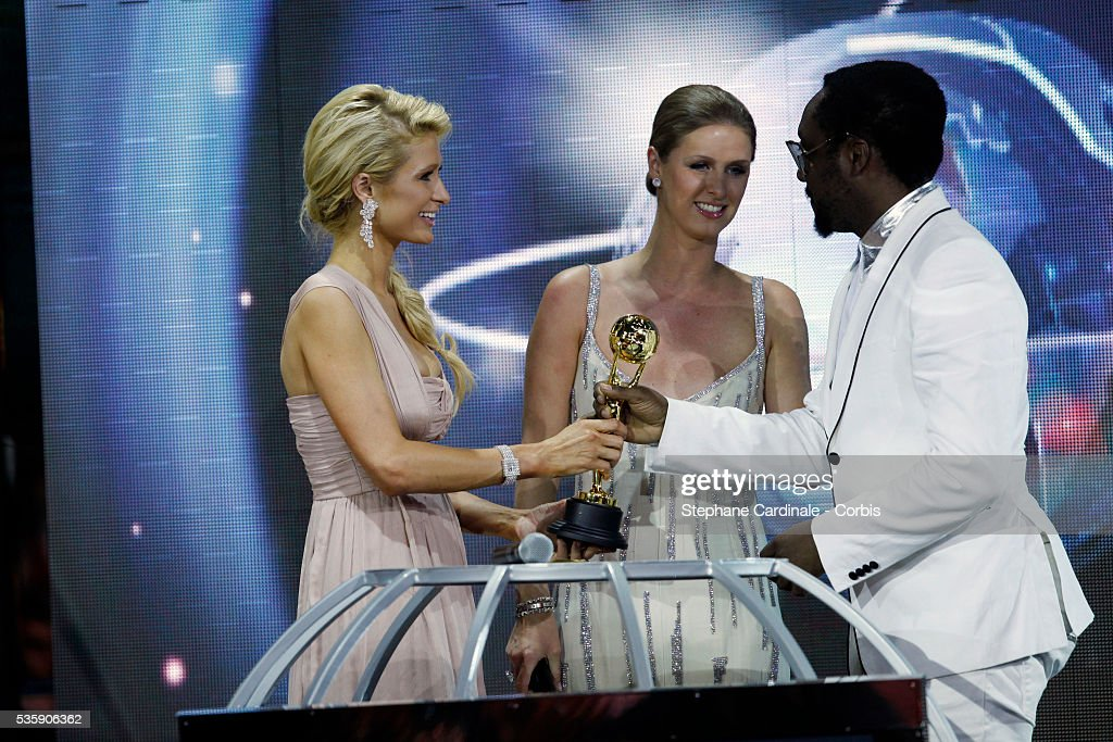 Will-i-am collects his award from Paris and Nicky Hilton at the 'World Music Awards 2010 - show' at the Sporting Club in Monte Carlo, Monaco.