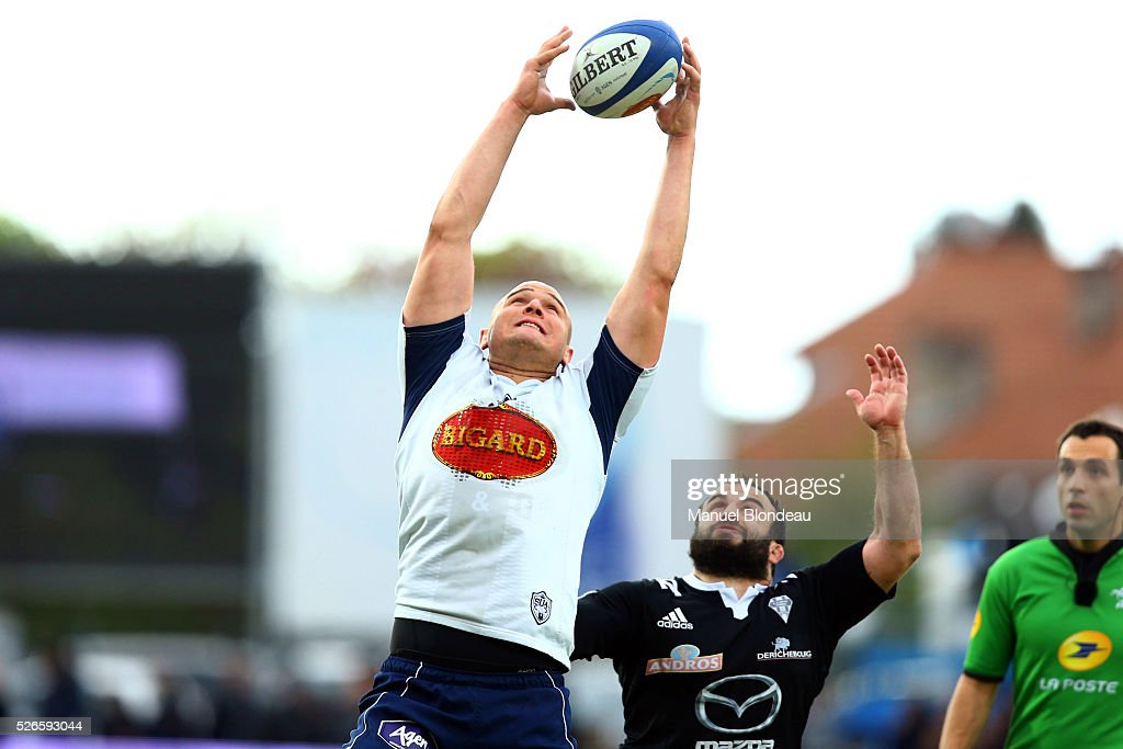 William Demotte of Agen and Karlen Asieshvili of Brive during the French Top 14 rugby union match between SU Agen v CA Brive at Stade Armandie on April 30, 2016 in Agen, France.