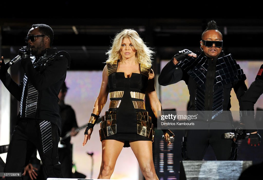 will.i.am, Fergie,and apl.de.ap of The Black Eyed Peas perform onstage during CHASE Presents The Black Eyed Peas and Friends 'Concert 4 NYC' benefiting the Robin Hood Foundation at Central Park, Great Lawn on September 30, 2011 in New York City.