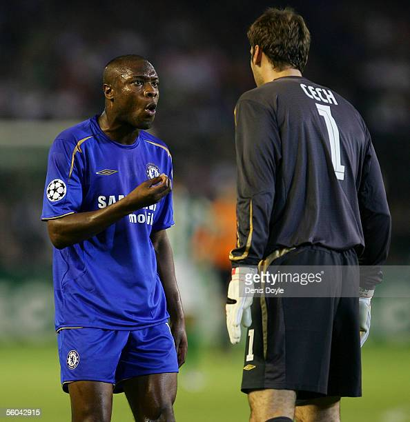 William Gallas of Chelsea argues with his goalkeeper Petr Cech during a UEFA Champions League group G match between Real Betis and Chelsea at the...