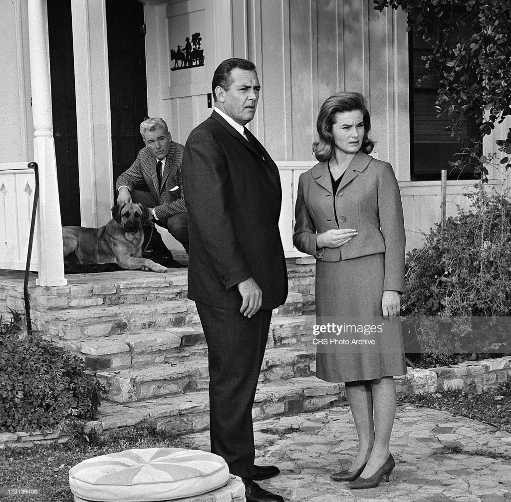 William Hopper as Paul Drake Raymond Burr as Perry Mason and Natalie Trundy as Sandra Keller in the PERRY MASON episode 'The Case of the Golden...