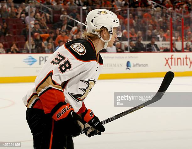 William Karlsson of the Anaheim Ducks celebrates after making his game winning shot against the Philadelphia Flyers on October 14 2014 at the Wells...