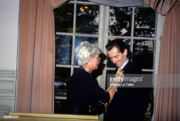 William Leymergie receives the Order of Merit from Jacqueline Joubert in the presence of Alain Delon and Michel Drucker in 1989 FranceWilliam...