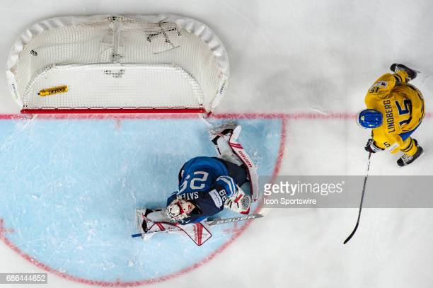 William Nylander scores a goal against Goalie Harri Sateri during the Ice Hockey World Championship Semifinal between Sweden and Finland at Lanxess...