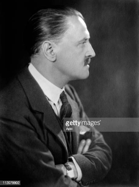william somerset maugham a british novelist William somerset maugham ch was a british playwright, novelist and short story writer.