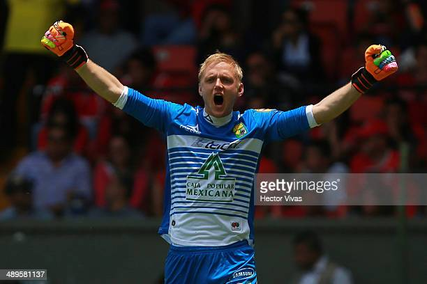 William Yarbrough goalkeeper of Leon celebrates after Carlos Peña´s scored goal during the Semifinal second leg match between Toluca and Leon as part...