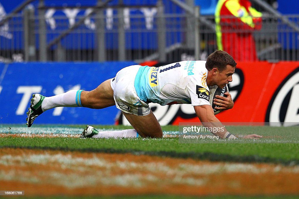 William Zillman of the Titans scores a try during the round eight NRL match between the New Zealand Warriors and the Gold Coast Titans at Mt Smart Stadium on May 5, 2013 in Auckland, New Zealand.
