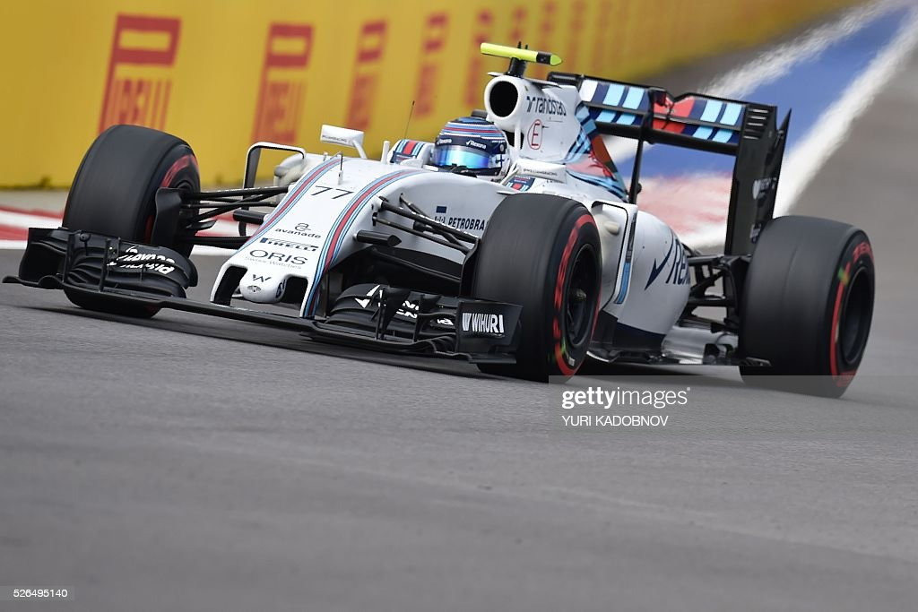 Williams Martini Racing's Finnish driver Valtteri Bottas steers his car during the qualifying session of the Formula One Russian Grand Prix at the Sochi Autodrom circuit on April 30, 2016. / AFP / YURI