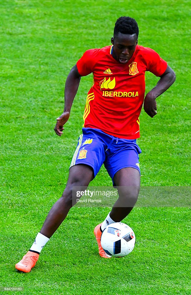 Williams of Spain runs with the ball during a training session on May 27, 2016 in Schruns, Austria.