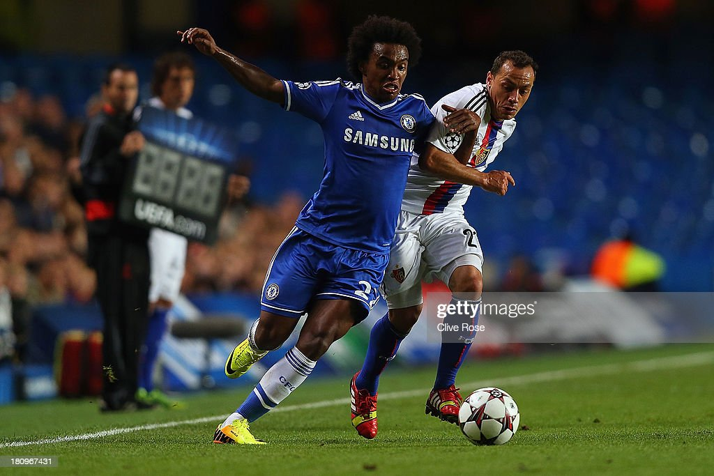 <a gi-track='captionPersonalityLinkClicked' href=/galleries/search?phrase=Willian+-+Soccer+Player+for+Chelsea+and+Brazil&family=editorial&specificpeople=9886576 ng-click='$event.stopPropagation()'>Willian</a> of Chelsea and Marcelo Diaz of FC Basel battle for the ball during the UEFA Champions League Group E Match between Chelsea and FC Basel at Stamford Bridge on September 18, 2013 in London, England.