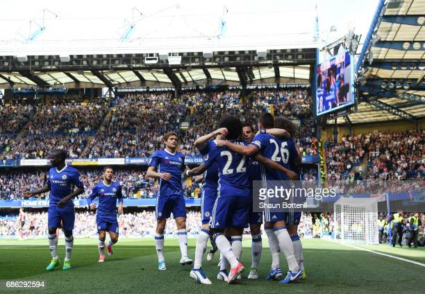 Willian of Chelsea celebrates scoring his sides first goal with his Chelsea team mates during the Premier League match between Chelsea and Sunderland...