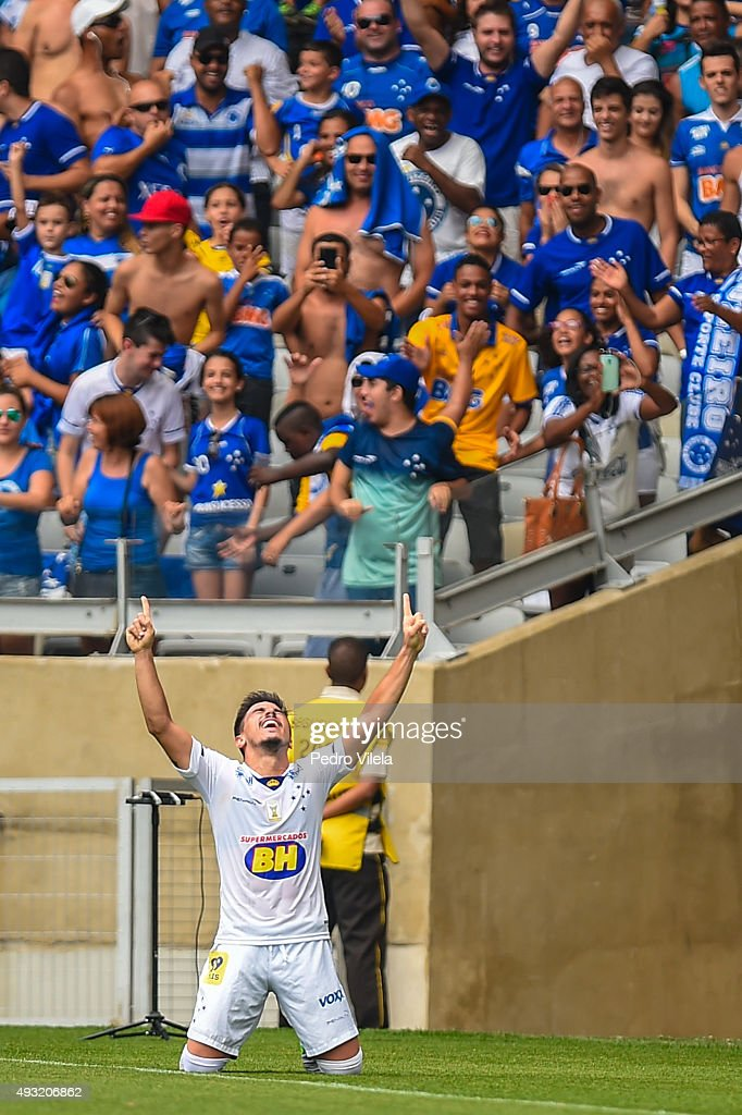 Willian of Cruzeiro celebrates a scored goal against Fluminense during a match between Cruzeiro and Fluminense as part of Brasileirao Series A 2015...