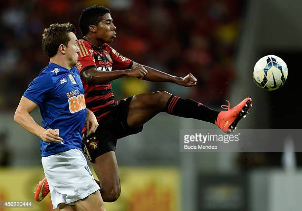 Willian of Sport Recife struggles for the ball with Dagoberto of Cruzeiro during a match between Sport Recife and Cruzeiro as part of Brasileirao...