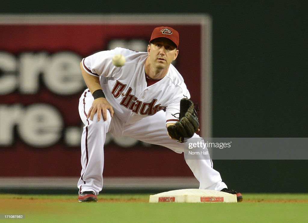 <a gi-track='captionPersonalityLinkClicked' href=/galleries/search?phrase=Willie+Bloomquist&family=editorial&specificpeople=214000 ng-click='$event.stopPropagation()'>Willie Bloomquist</a> #18 of the Arizona Diamondbacks catches a throw while covering second base against the Cincinnati Reds at Chase Field on June 21, 2013 in Phoenix, Arizona.