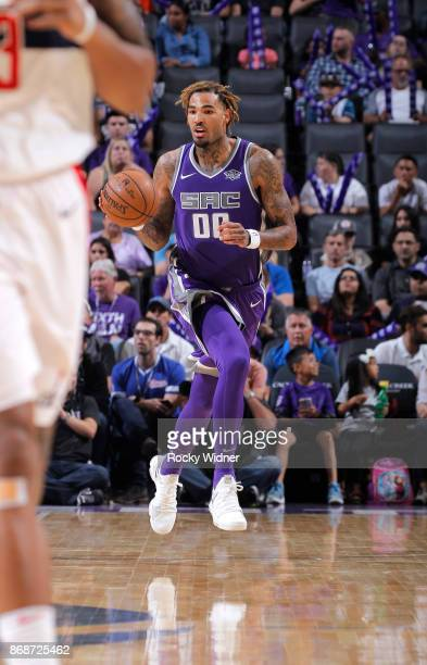 Willie CauleyStein of the Sacramento Kings brings the ball up the court against the Washington Wizards on October 29 2017 at Golden 1 Center in...