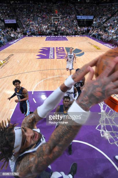 Willie CauleyStein of the Sacramento Kings dunks the ball during a game against the Memphis Grizzlies on March 27 2017 at Golden 1 Center in...