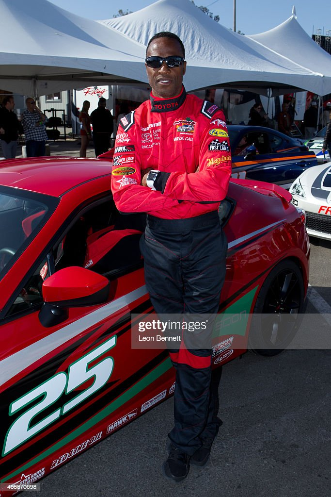Alfonso Ribeiro wins the Pro/Celebrity race at Grand Prix ...