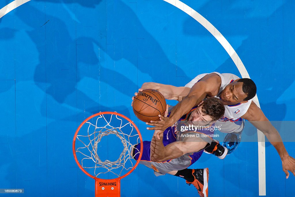 <a gi-track='captionPersonalityLinkClicked' href=/galleries/search?phrase=Willie+Green&family=editorial&specificpeople=201653 ng-click='$event.stopPropagation()'>Willie Green</a> #34 of the Los Angeles Clippers contests a shot attempt by <a gi-track='captionPersonalityLinkClicked' href=/galleries/search?phrase=Goran+Dragic&family=editorial&specificpeople=4452965 ng-click='$event.stopPropagation()'>Goran Dragic</a> #1 of the Phoenix Suns at Staples Center on April 3, 2013 in Los Angeles, California.