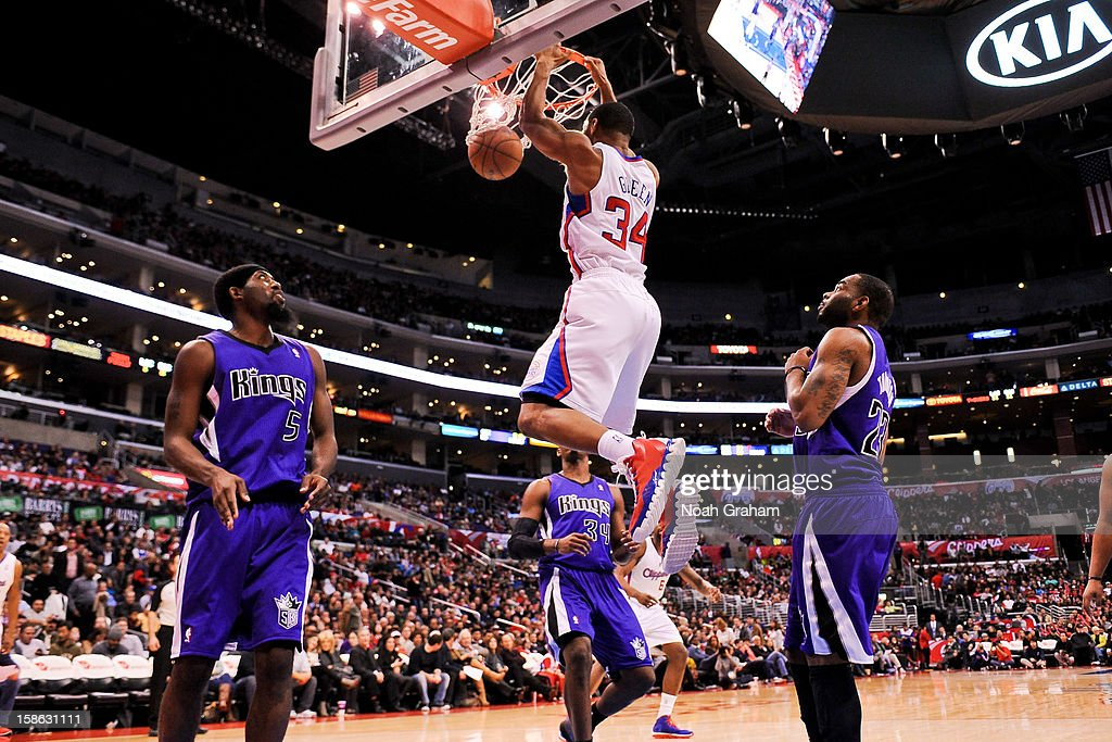 Willie Green #34 of the Los Angeles Clippers dunks against the Sacramento Kings at Staples Center on December 21, 2012 in Los Angeles, California.