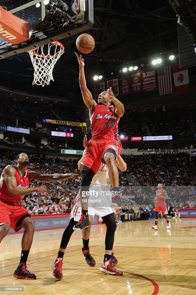 Willie Green #34 of the Los Angeles Clippers shoots the ball over Chandler Parsons #25 of the Houston Rockets on January 15, 2013 at the Toyota Center in Houston, Texas.