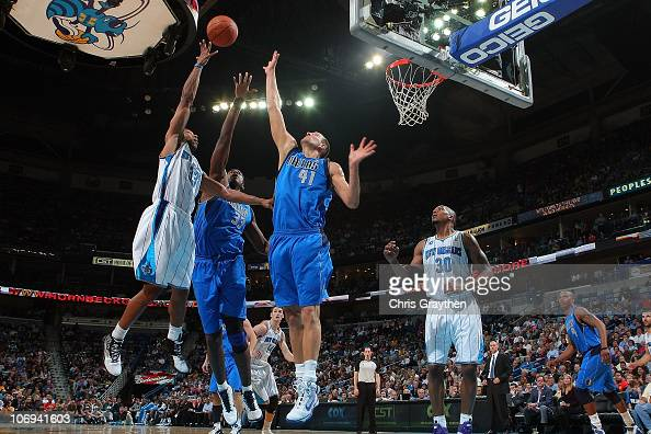 Willie Green of the New Orleans Hornets shoots the ball over Brendan Haywood and Dirk Nowitzki of the Dallas Mavericks at the New Orleans Arena on...