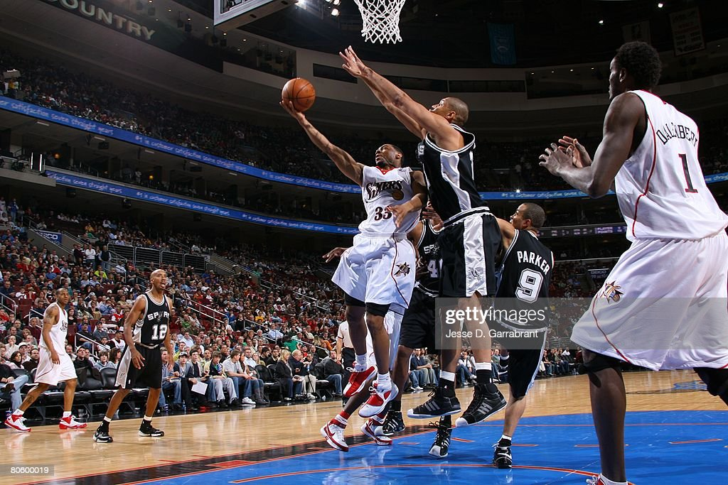 Willie Green #33 of the Philadelphia 76ers takes the ball to the basket against Tony Parker #9 of the San Antonio Spurs during the game on March 15, 2008 at the Wachovia Center in Philadelphia, Pennsylvania. The Sixers won 103-96.