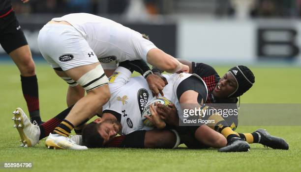Willie le Roux of Wasps is tackled by Maro Itoje during the Aviva Premiership match between Saracens and Wasps at Allianz Park on October 8 2017 in...