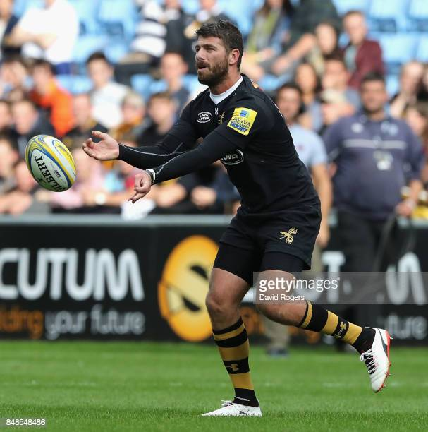 Willie le Roux of Wasps passes the ball during the Aviva Premiership match between Wasps and Harlequins at The Ricoh Arena on September 17 2017 in...