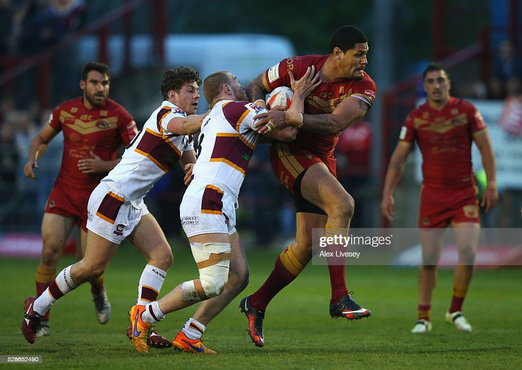 <a gi-track='captionPersonalityLinkClicked' href=/galleries/search?phrase=Willie+Mason&family=editorial&specificpeople=176593 ng-click='$event.stopPropagation()'>Willie Mason</a> of Catalan Dragons is tackled by Tom Lillycrop of Batley Bulldogs during the Ladbrokes Challenge Cup Sixth Round match between Batley Bulldogs and Catalan Dragons at the Fox's Biscuits Stadium on May 06, 2016 in Batley, England.