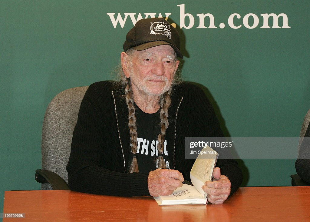 <a gi-track='captionPersonalityLinkClicked' href=/galleries/search?phrase=Willie+Nelson&family=editorial&specificpeople=203154 ng-click='$event.stopPropagation()'>Willie Nelson</a> promotes 'Roll Me Up and Smoke Me When I Die: Musings from the Road' at Barnes & Noble, 5th Avenue on November 19, 2012 in New York City.