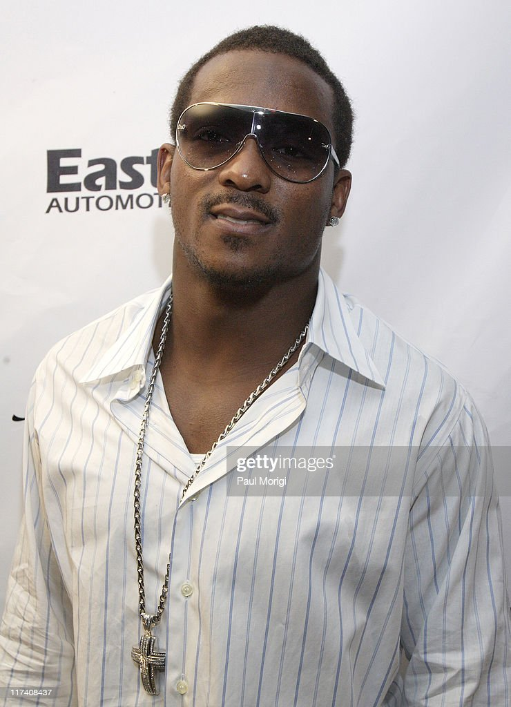 <a gi-track='captionPersonalityLinkClicked' href=/galleries/search?phrase=Willis+McGahee&family=editorial&specificpeople=202895 ng-click='$event.stopPropagation()'>Willis McGahee</a> during Washington Redskins Runningback Clinton Portis' 25th Birthday Party at Silver Spring Gallery in Silver Spring, Maryland, United States.