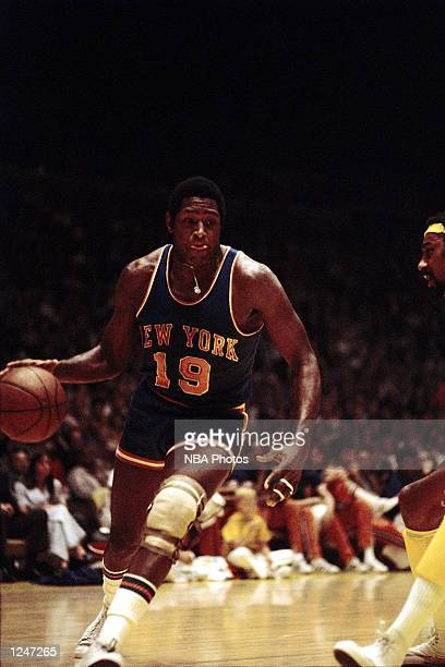 Willis Reed of the New York Knicks drives to the basket against the Wilt Chamberlain of the Los Angeles Lakers during an NBA game at the Forum in Los...