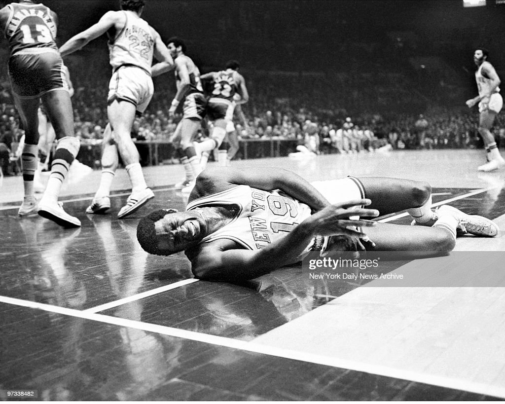 Willis Reed writhes in pain and seconds later was removed