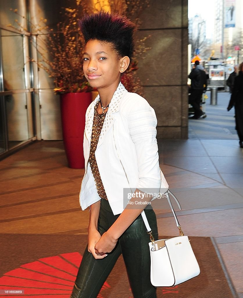 <a gi-track='captionPersonalityLinkClicked' href=/galleries/search?phrase=Willow+Smith&family=editorial&specificpeople=869488 ng-click='$event.stopPropagation()'>Willow Smith</a> sighting on February 13, 2013 in New York City.