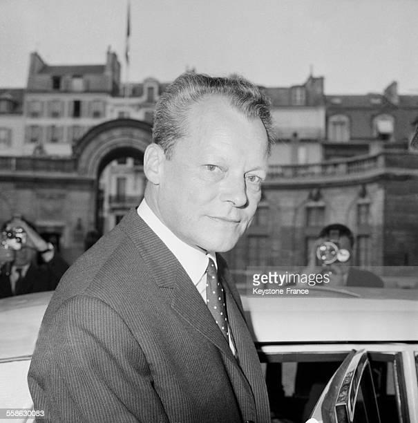 Willy Brandt bourgmestre de Berlin Ouest a ete recu a l'Elysee par le General de Gaulle ici a sa sortie de l'Elysee le 2 juin 1965 à Paris France