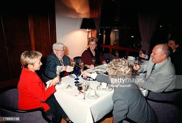 Willy Millowitsch mit Ehefrau GerdaTochter Katerina Eisenlohr mit EhemannChristian Eisenlohr Dr RolfCorneliusMüller mit Ehefrau Monika...