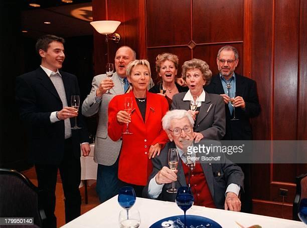 Willy Millowitsch mit Ehefrau GerdaTochter Katerina Eisenlohr mit EhemannChristian Eisenlohr Dr RolfCorneliusMüller mit Ehefrau Monika Christian...