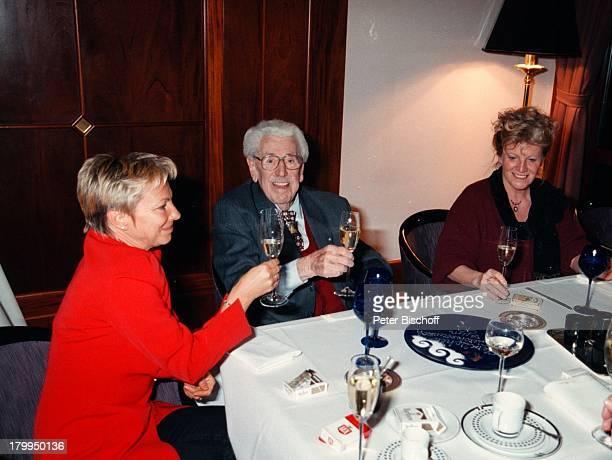 Willy Millowitsch mit Tochter KaterinaEisenlohr Monika Müller GeburtstagsFeier zum 90 GeburtstagKöln Restaurant 'Graue Gans' HyattHotel